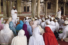 Turista alla moschea Fotografia Stock