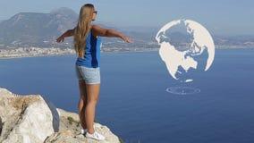 Turista americano que goza del sol y del océano que se colocan en la montaña, TIERRA del PLANETA de la animación, indicador digit metrajes