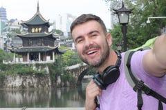 Turista caucasico in Guyiang, Cina fotografia stock