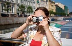 Turista che cattura le maschere fotografia stock libera da diritti