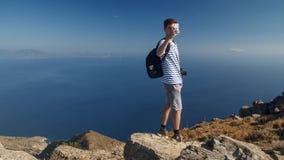 Turista che prende le immagini con un telefono cellulare Immagine Stock