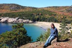 Turista che si distende nella sosta nazionale di Acadia Fotografia Stock Libera da Diritti