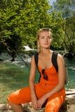 Turista che si siede su un banco Fotografie Stock Libere da Diritti