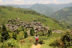 Turista in Cina, terrazzi della risaia di riso, Pinjan Fotografia Stock