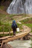 Turista com lata da água Imagem de Stock