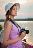 Turista com uma câmera Fotos de Stock Royalty Free