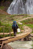 Turista con la latta dell'acqua Immagine Stock