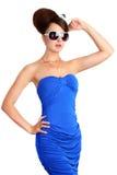 Turista consideravelmente glamoroso que desgasta o vestido azul foto de stock royalty free