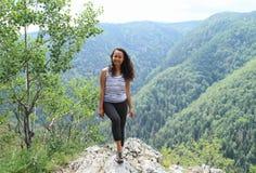 Turista davanti a Forest Hills nel paradiso slovacco Immagine Stock