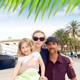 Turista de la familia en acceso de la ciudad de Ibiza Foto de archivo libre de regalías