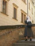 Turista de la monja imagenes de archivo