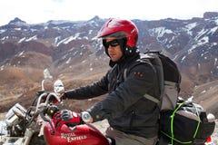 Turista de la moto en el ladakh, la India Fotos de archivo libres de regalías