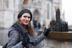 Turista de la mujer en Budapest foto de archivo