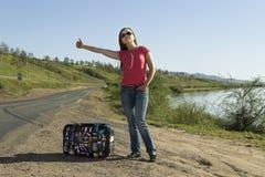 Turista de la mujer joven en la pista Foto de archivo