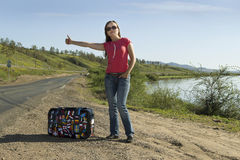 Turista de la mujer joven en la pista Foto de archivo libre de regalías