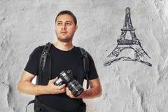 Turista de Paris com câmera da foto Foto de Stock Royalty Free