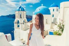 Turista de Santorini del destino del verano del viaje de Europa fotos de archivo libres de regalías