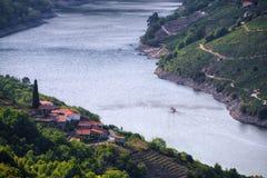 Turista del catamarano sul fiume di Sil Fotografia Stock