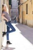Turista della donna in palma di Mallorca Immagini Stock