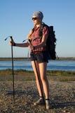 Turista della ragazza con la camminata nordica Immagine Stock