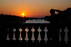 Turista e tramonto Fotografie Stock Libere da Diritti