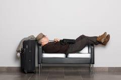 Turista en anticipación del aterrizaje en los aviones fotos de archivo libres de regalías