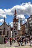 Turista en cuadrado de Munich, Alemania Foto de archivo