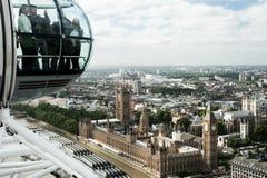 Turista en el ojo de Londres Fotos de archivo
