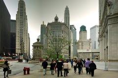 Turista en la avenida de Michigan en Chicago, Illinois fotos de archivo libres de regalías