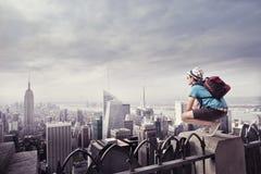 Turista en la ciudad Imágenes de archivo libres de regalías