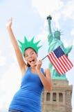 Turista en la estatua de la libertad, Nueva York, los E.E.U.U. Fotografía de archivo