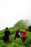 Turista en la montaña foto de archivo libre de regalías