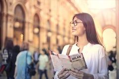 Turista en Milán Imagen de archivo libre de regalías