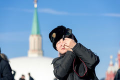 Turista en Plaza Roja en Moscú Imagen de archivo libre de regalías
