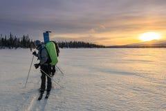 Turista en ruso Laponia, Kola Peninsula imagen de archivo