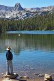 Turista en sombrero amplio-brimmed imágenes de archivo libres de regalías