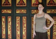 Turista en un templo Imágenes de archivo libres de regalías
