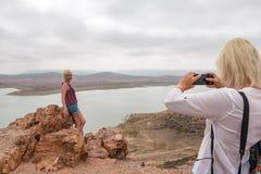 Turista en un viaje a través de Marruecos en la región de Casablanca en 201 Imágenes de archivo libres de regalías
