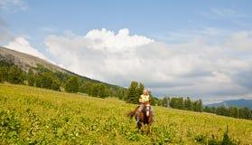 Turista fêmea em horseback imagem de stock
