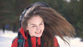 Turista fêmea que olha na câmera Retrato video estoque