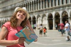 Turista felice al quadrato di San Marco a Venezia Fotografie Stock Libere da Diritti