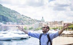 Turista feliz em Como, Itália Foto de Stock
