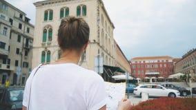 Turista femenino metrajes