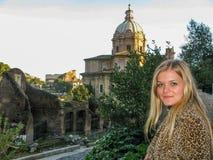 Turista hermoso de la muchacha en Roma Fotografía de archivo libre de regalías