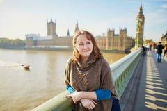 Turista joven en Londres Foto de archivo libre de regalías