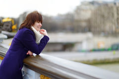Turista joven hermoso en París Foto de archivo libre de regalías