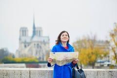 Turista joven hermoso en París Fotos de archivo