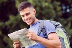 Turista joven que camina solamente Imágenes de archivo libres de regalías