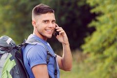 Turista joven que camina solamente Imagen de archivo libre de regalías