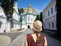 Turista a Kiev Pechersk Lavra fotografie stock libere da diritti
